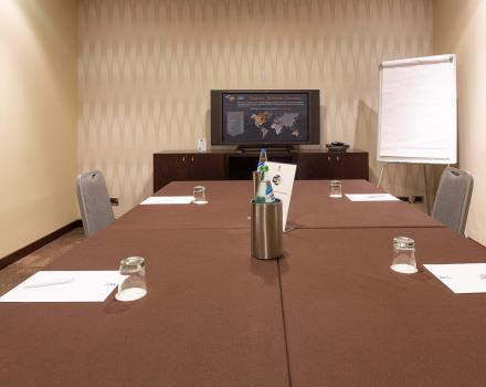 Organize your meeting in Milan with Hotel Goldenmile Milan, 4 stars in Trezzano on the Naviglio.