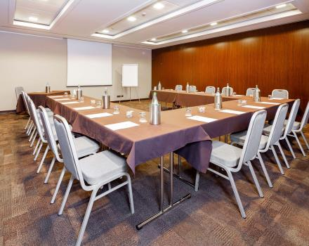 Organize your meeting with Hotel Goldenmile Milan, 4 stars in Trezzano on the Naviglio, just outside Milan.